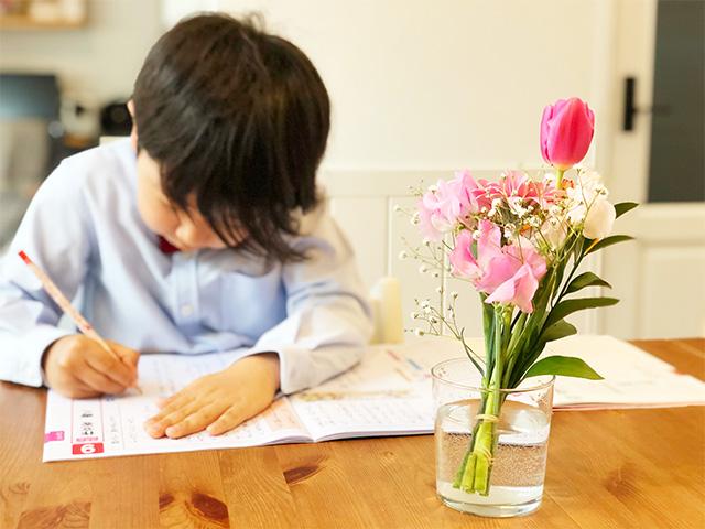 今注目のリビング学習とは?子供の成績アップに効果的な理由