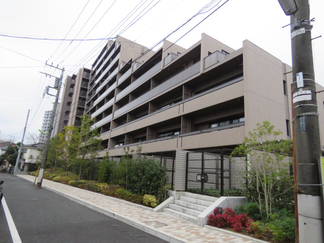 2017年12月、世田谷区砧の閑静な住宅街に誕生。築浅分譲賃貸マンション。