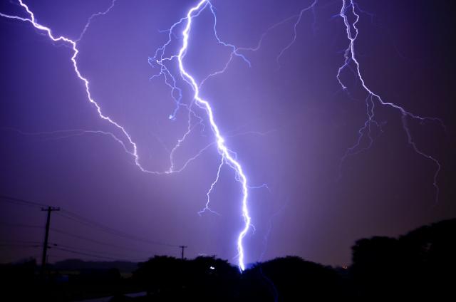 雷が家におちたらどうなる
