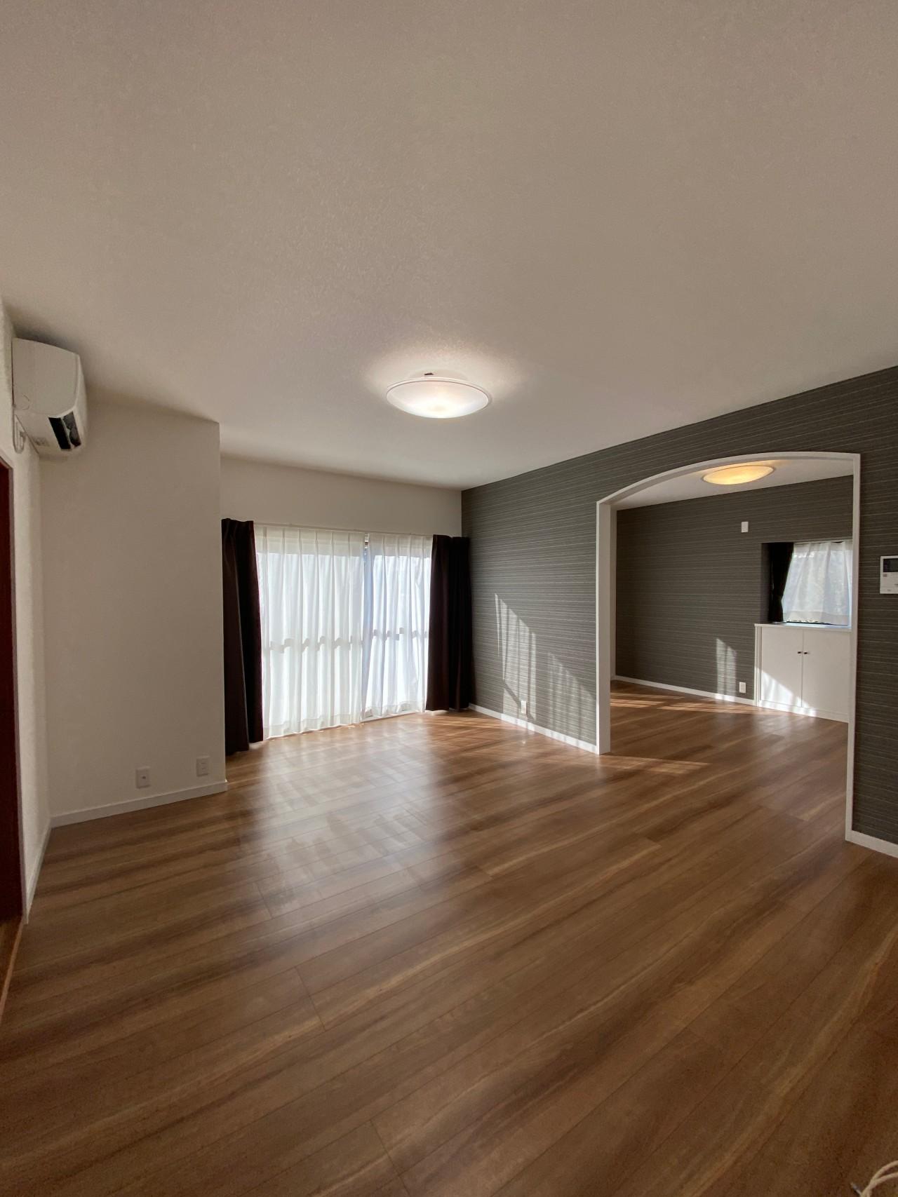 外人住宅で人気の馬堀海岸 築43年の戸建 白を基調としたリノベーション